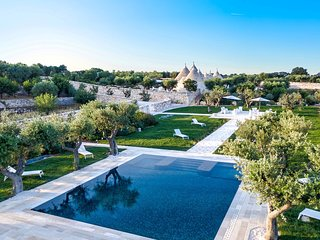 Renovated Trulli Complex with 3 independent units - private pool -5star services