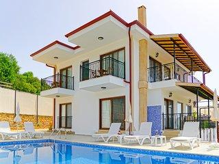 Villa Kapari : A Luxury Villa in Nature with Maximum Privacy