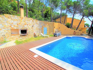 VILLA OCELLS, gran casa,12 pax,piscina privada junto barbacoa, WIFI,3 km playa