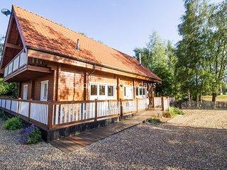 Huge luxury 2 storey cabin with lake views at Alpine Lodge in Norfolk. REF 34045