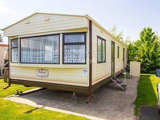 6 Berth Caravan. Close to swimming pool. Pets welcome. REF 10027 CW Bure Village