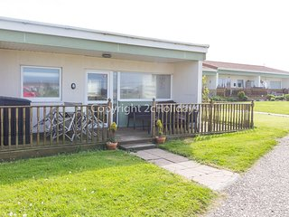 6 berth chalet at the Rainbows End Holiday Park. In Bacton, Norfolk. REF 31040