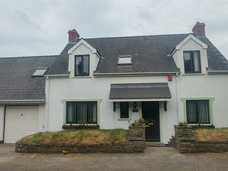 Beautiful Cottage in the Heart of St.Brides Bay