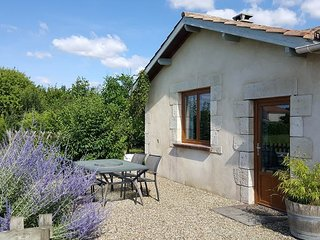 Self contained apartment in Eymet, Dordogne Aquitaine. Quite Location for 2.