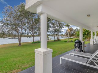 Taroona - Waterfront Holiday House Yamba