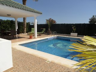 Casa Farv, 3 bed 2 bath villa, Private pool. WIFI/AIRCO. 15 mins walk to beach