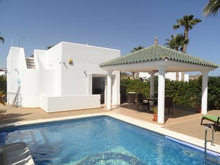 Casa Farv, 3 bedroom 2 bathroom, Private pool. Quiet location. 15 mins to beach