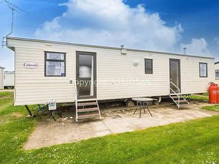 8 berth caravan, near to amenities. At Heacham Beach Holiday Park. REF 21031H