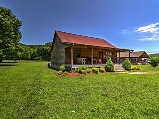 Dream Valley Mountain View Cabin w/ Covered Porch!
