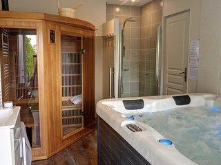 espace détente et bien-être avec spa et sauna infrarouge