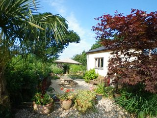 Larkworthy Cottage- spacious, beautiful views, rural haven, large private garden