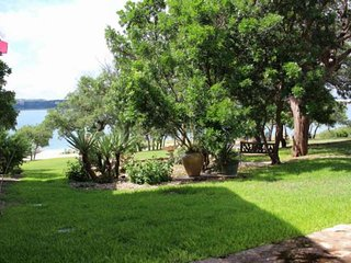 Beautiful Lakefront Guest House steps away from Lake Travis and just 20 miles fr