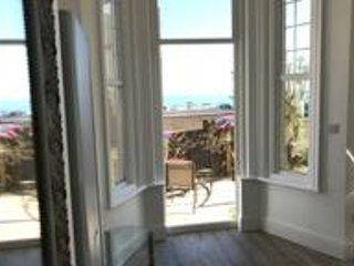 Beached in Bexhill - stunning apartment with private patio and sea views