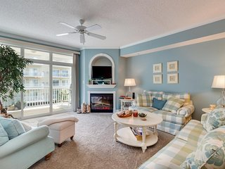 NEW LISTING! Breezy condo w/shared rooftop pool & gym moments from the beach