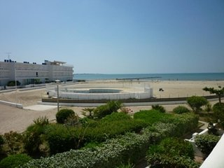 Résidence avec piscine sur la plage