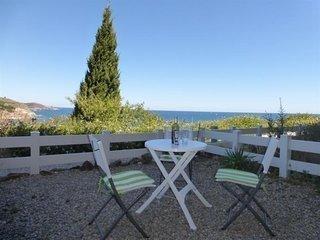 Appartement à deux pas du port de plaisance avec vue sur la mer, et jardinet
