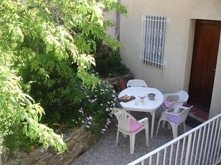 Agreable maison de village, proche du port de plaisance