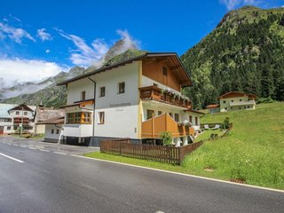 Rental Apartment Sankt Leonhard im Pitztal, 4 bedrooms, 8 persons