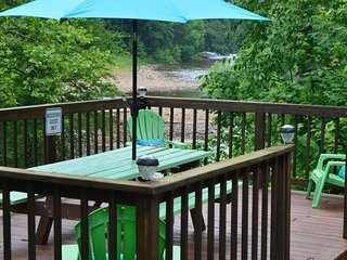 #203 WATERFRONT!  Kitchenette w/King. HOT TUB!  Private entrance & bath.