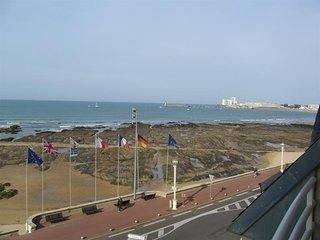Face mer avec beau balcon/terrasse