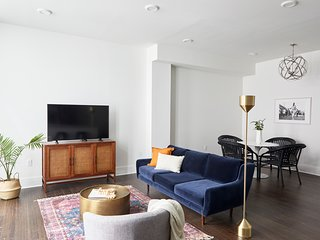 Luxe 1BR on St. Charles by Sonder
