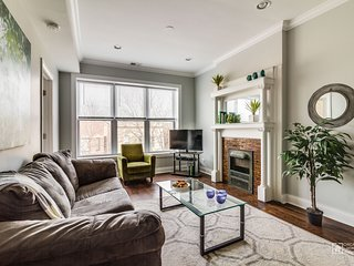 Sonder | Wrigley Field | Beautiful 3BR + Balcony