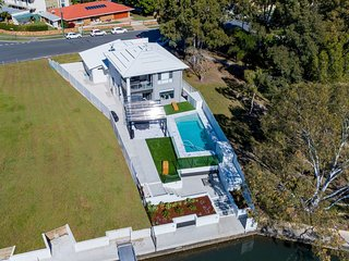 Stunning Canal Home Oh So Close To The Waterfront