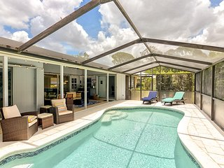 Southgate: Lovely remodeled 3 bedroom pool villa 2.5 Miles from Siesta Key