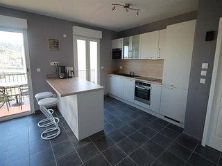 Tres bel appartement renove, avec terrasse