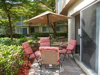 Lakeview Ground Fl Villa in Weston