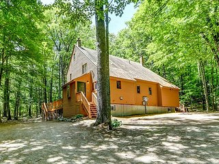 NEW LISTING: Escape to the Mountains! Post and Beam Townhouse w/Deck, Wifi!