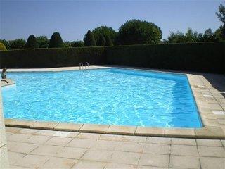 Maisonnette 4 personnes dans résidence avec piscine