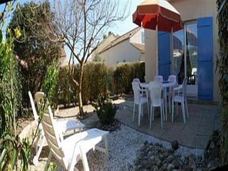 En résidence avec piscine, Maison de type 2 mezzanine avec jardinet clos / 4 per