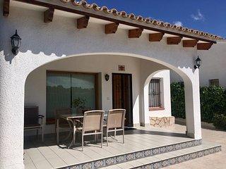 Villa muy privada con piscina comunitaria en Moraira