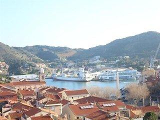 F2 vue sur le Port, place de parking et balcon