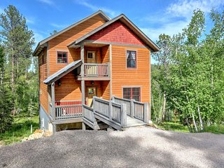 Leaning Tree Lodge - newly built 4 bedroom cabin!