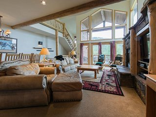NEW LISTING! Ski-in/out mountaintop getaway w/a private hot tub - close to town