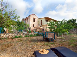Cottage to meet Village life 2km from the beach!