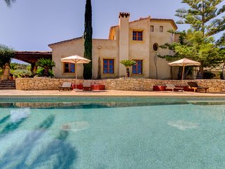 Beautiful Country House set in Olive Groves, under ten minutes from Beaches.