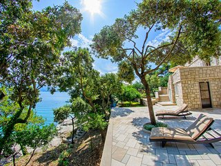 Beachfront villa with beach only 10 meters away