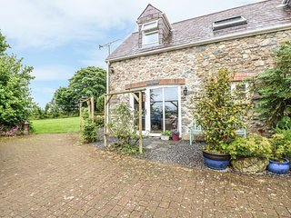 THE COACH HOUSE, pet friendly, country holiday cottage, with a garden in