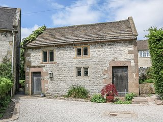 THE STUDIO, fabulous stone-built cottage, woodburner, near Carsington Water, in