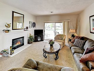 Luxe 2BR Villa in Lush Gated Community - 28 Pools/Spas, Tennis & Golf!