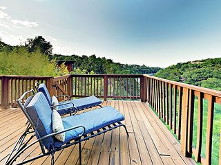 4BR on Lake Travis Cove: Large Patio & Deck Overlooking Tranquil Stream