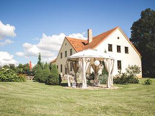 Akmeniu Manor House