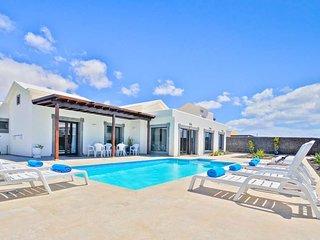 3 bedroom Villa in Playa Blanca, Canary Islands, Spain : ref 5634480