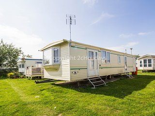 4 berth caravan, near to the beach. At St Osyth Park. *Pets allowed. REF 28021TD