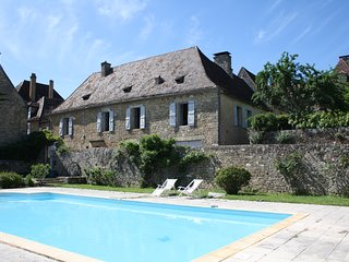 MAISON MOLENES - HISTORIC FAMILY HOUSE IN THE HEART OF DOMME WITH PRIVATE POOL