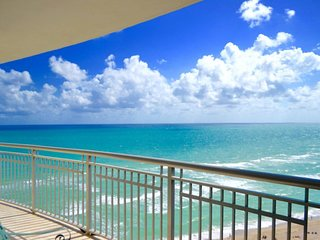 Beautiful OceanFront 2 Bedroom On The Beach for 5