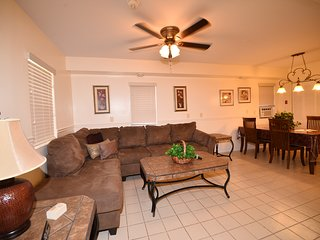 NEW! Walk to Everything! Hot Tub, Pool, Parking, Gazebo, Beach Tags, Sleeps 4